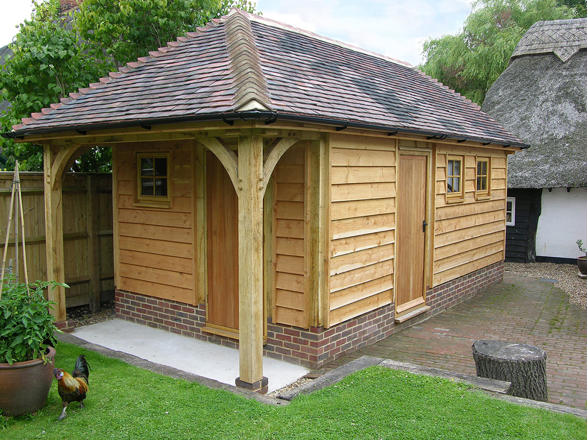 This oak barn was partitioned to create both a workshop area and a habitable space.